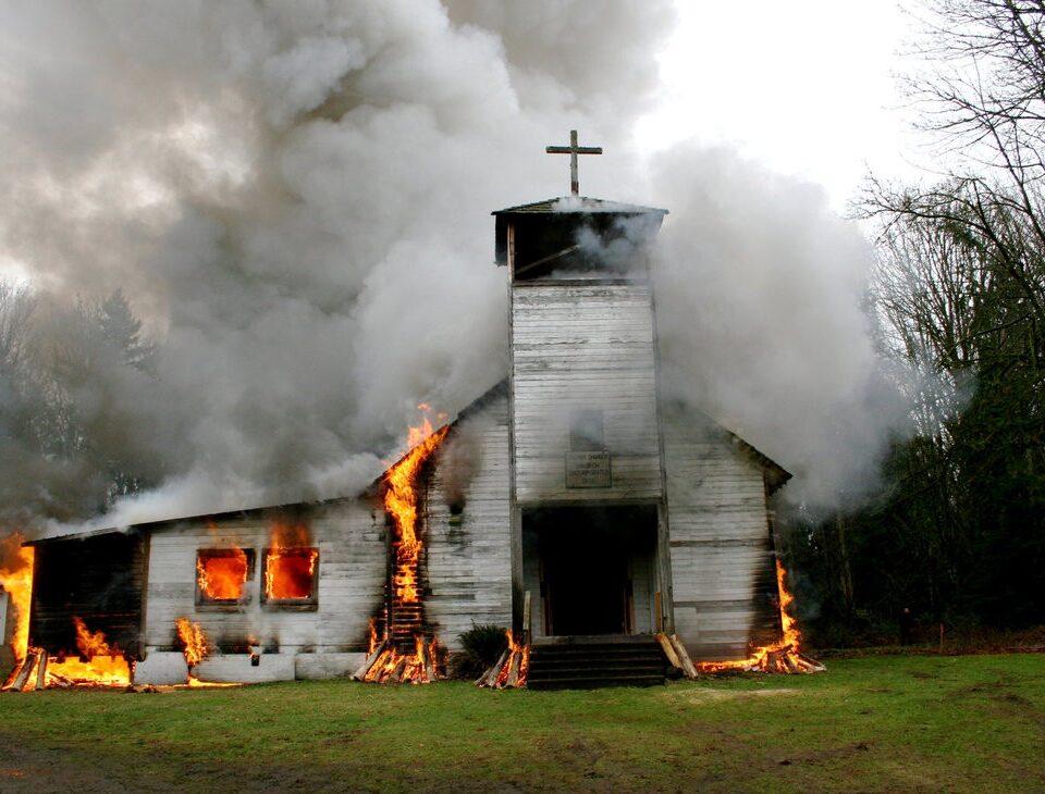 Nessuno si inginocchia per i cristiani massacrati