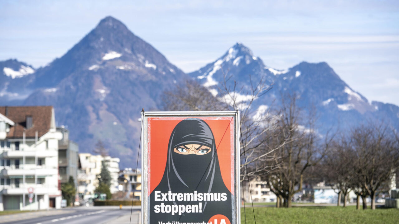 https://silviasardone.it/wp-content/uploads/2021/03/svizzera-referendum-burqa-ansa-1280x720.jpg